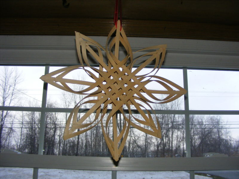 crafts for home decor: bentwood star made with basket splints tutorial